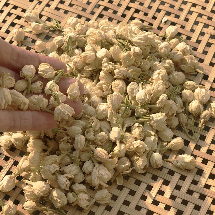 Hoa nhài dùng để ướp trà, làm túi thơm, ...